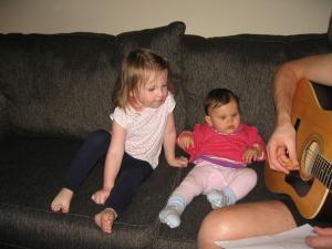 Papa spielt Gitarre