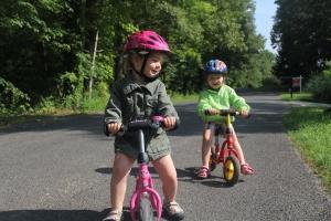 Attraktion mit ihren Laufrädern. Die kennen das hier nicht so.