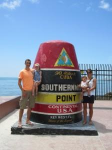 In Key West am südlichsten Punkt der USA. Vor dem Ding ist eine Schlange zum Fotos machen:)